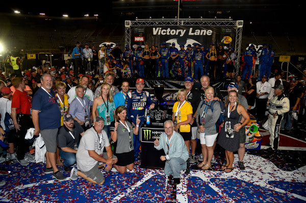 Monster Energy NASCAR Cup Series Bass Pro Shops NRA Night Race Bristol Motor Speedway, Bristol, TN USA Saturday 19 August 2017 Kyle Busch, Joe Gibbs Racing, M&M's Caramel Toyota Camry wins World Copyright: Rusty Jarrett LAT Images