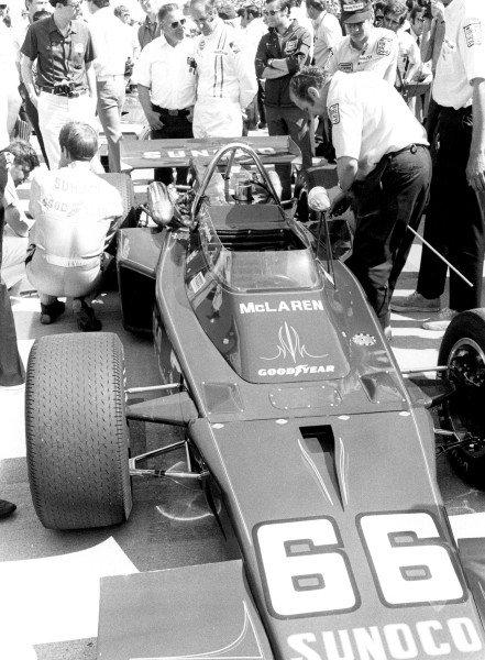 1972 Indianapolis 500.Indianapolis, Indiana, United States. 27 May 1972.Mark Donohue (McLaren M16B-Offenhauser), 1st position.World Copyright: LAT Photographicref: b&w print