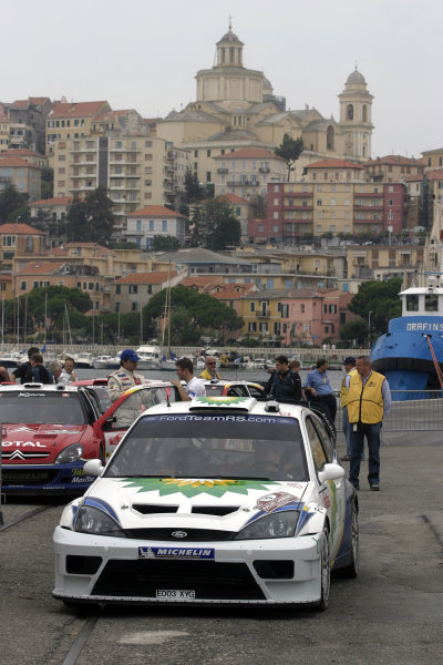 2003 FIA World Rally Champs. Round Eleven Sanremo Rally 2nd-5th October 2003.Francois Duval, Ford, service World Copyright: McKlein/LAT