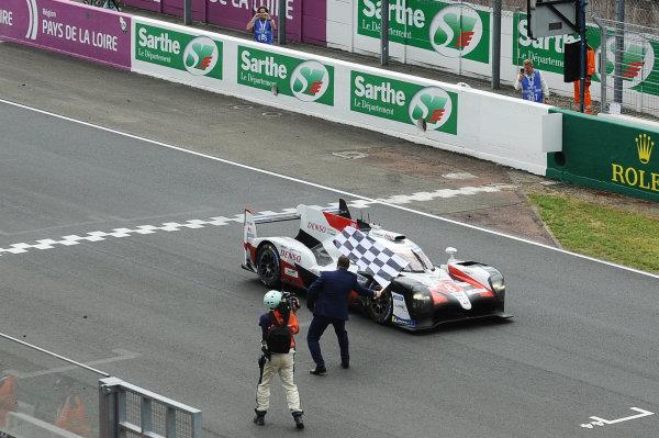 #8 Toyota Gazoo Racing Toyota TS050: Sébastien Buemi, Kazuki Nakajima, Fernando Alonso takes the checkered flag