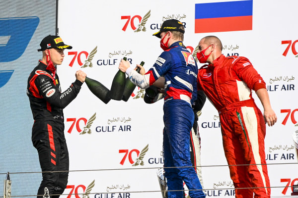 Nikita Mazepin (RUS, HITECH GRAND PRIX), Race Winner Robert Shwartzman (RUS, PREMA RACING) and Winning Constructor Representative celebrate on the podium with the champagne
