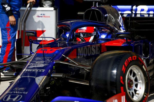 Daniil Kvyat, Toro Rosso STR14, leaves the garage