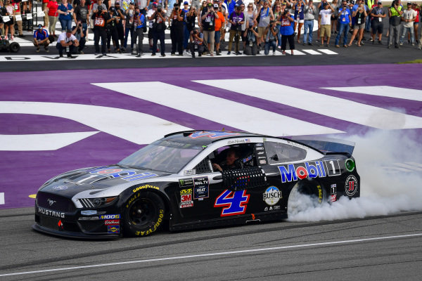 #4: Kevin Harvick, Stewart-Haas Racing, Ford Mustang Mobil 1 celebrates after winning