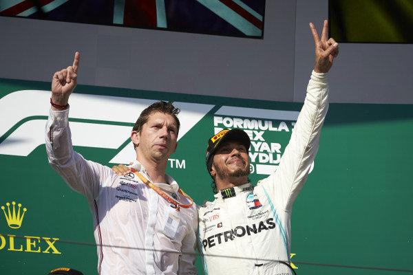 Matt Deane, Chief Mechanic, Mercedes AMG, and Lewis Hamilton, Mercedes AMG F1, 1st position, on the podium