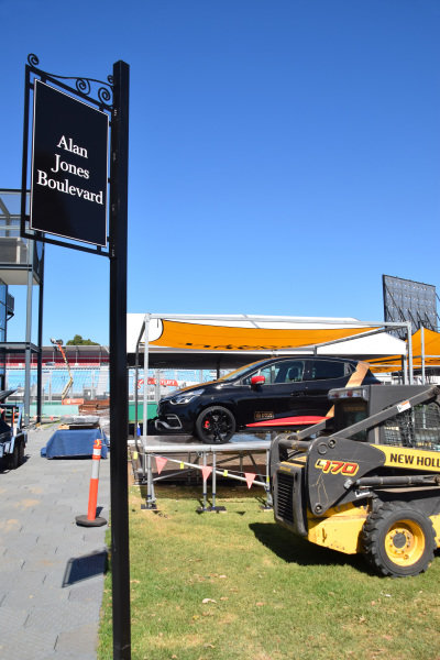 Preparations underway at Alan Jones Boulevard at Albert Park. Formula One World Championship, Rd1, Australian Grand Prix, Preparations, Albert Park, Melbourne, Australia, Sunday 9 March 2014.