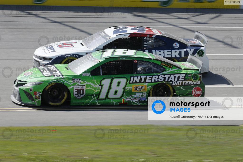 #18: Kyle Busch, Joe Gibbs Racing, Toyota Camry Interstate Batteries, #24: William Byron, Hendrick Motorsports, Chevrolet Camaro Liberty University