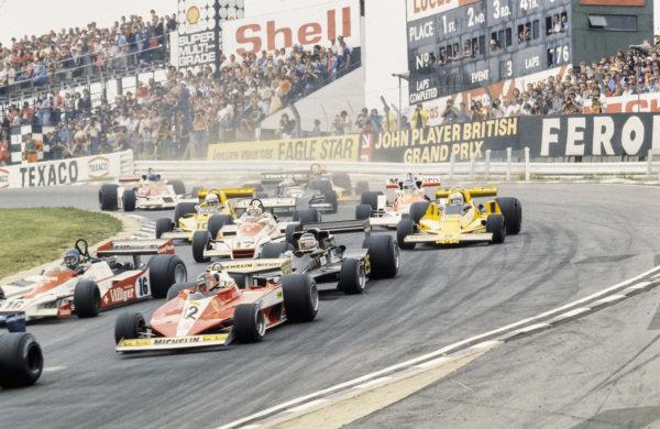 Gilles Villeneuve, Ferrari 312T3 leads Hans-Joachim Stuck, Shadow DN9 Ford, Hector Rebaque, Lotus 78 Ford, Clay Regazzoni, Shadow DN9 Ford and Jochen Mass, ATS HS1 Ford at the start.