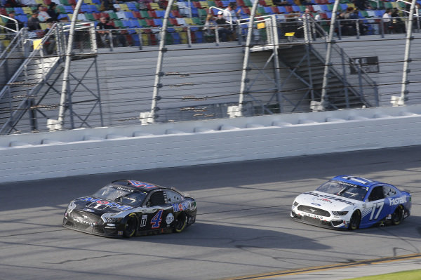 #4: Kevin Harvick, Stewart-Haas Racing, Ford Mustang Mobil 1, #17: Chris Buescher, Roush Fenway Racing, Ford Mustang