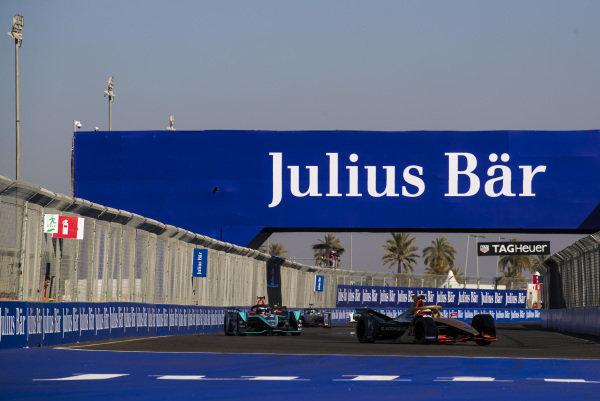 Jean-Eric Vergne (FRA), DS TECHEETAH, DS E-Tense FE19, leads Mitch Evans (NZL), Panasonic Jaguar Racing, Jaguar I-Type 3