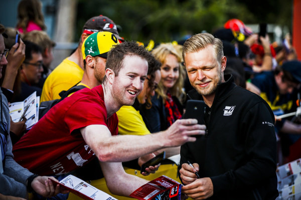 Kevin Magnussen, Haas F1 Team poses for a selfie with a fan at the Federation Square event
