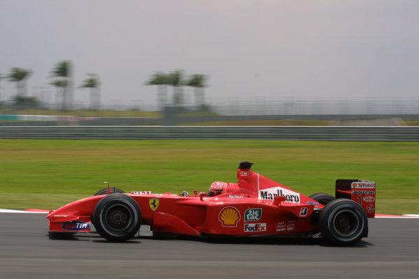 2001 Malaysian Grand Prix.Sepang, Kuala Lumpur, Malaysia.16-18 March 2001.Michael Schumacher (Ferrari F2001) 1st position.World Copyright - LAT PhotographicRef-8 9MB Digital