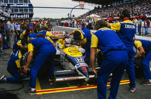 Nigel Mansell, Williams FW11 Honda, during a pitstop.
