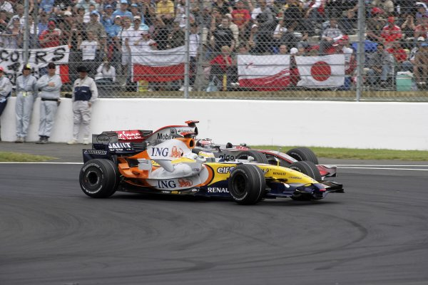 2007 French Grand Prix - Sunday RaceCircuit de Nevers Magny Cours, Nevers, France.1st July 2007.Giancarlo Fisichella, Renault R27, 6th position, leads Fernando Alonso, McLaren MP4-22 Mercedes, 7th position. Action. World Copyright: Andrew Ferraro/LAT Photographicref: Digital Image VY9E3413