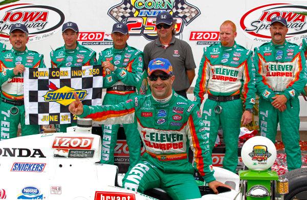 19-20, June 2010, Newton, Iowa, USATony Kanaan celebrates with is team in victory lane.©2010, Phillip Abbott, USALAT Photographic