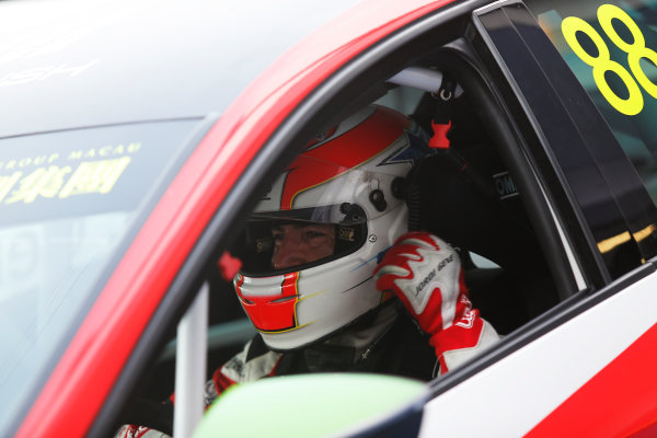2015 TCR International Series Round 9. Marina Bay Circuit, Singapore. Sunday 20 September 2015. Fernando Monje, No.22 Campos Racing. World Copyright: Sam Bloxham/LAT Photographic. ref: Digital Image _SBL8814