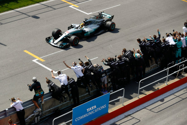 Circuit Gilles Villeneuve, Montreal, Canada. Sunday 11 June 2017. Lewis Hamilton, Mercedes F1 W08 EQ Power+, celebrates victory with team members. World Copyright: Steven Tee/LAT Images ref: Digital Image _O3I9957