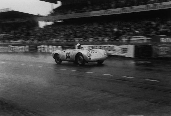 Le Mans, France. 11 - 12 June 1955.Olivier Gendebien/Wolfgang Seidel (Porsche 550 RS Spyder), 5th position, action. World Copyright: LAT Photographic.Ref:  303 - 13.