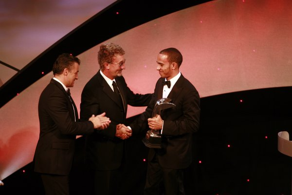 2006 Autosport AwardsGrosvenor House Hotel, London. 3rd December 2006.Lewis Hamilton receives the autosport com Rookie of the Year award from Jean Alesi and Eddie Jordan.World Copyright: Malcolm Griffiths/LAT Photographicref: Digital Image _MG_2571