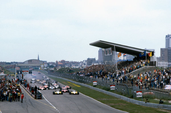 Zandvoort, Holland.1-3 July 1982.Alain Prost and Rene Arnoux (both Renault RE30B's),lead Didier Pironi and Patrick Tambay (both Ferrari 126C2's) at the start.Ref-82 HOL 07.World Copyright - LAT Photographic