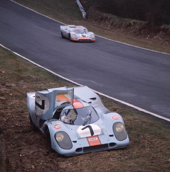 1971 BOAC 1000 kms. Brands Hatch, England.  4 April 1971. Pedro Rodriguez (Gulf Porsche 917) retires as the Jo Siffert/Derek Bell sister car passes. World Copyright: LAT Photographic. Ref:  4619M.