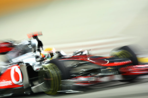 Marina Bay Circuit, Singapore.24th September 2011.Lewis Hamilton, McLaren MP4-26 Mercedes. Action. World Copyright: Andy Hone/LAT Photographicref: Digital Image CSP28126