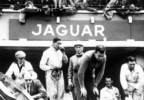 Le Mans, France. 13th - 14th June 1953.Stirling Moss / Peter Walker (Jaguar XK120 C), 2nd position, pit stop,  action.World Copyright - LAT PhotographicRef: 53/52 - 56