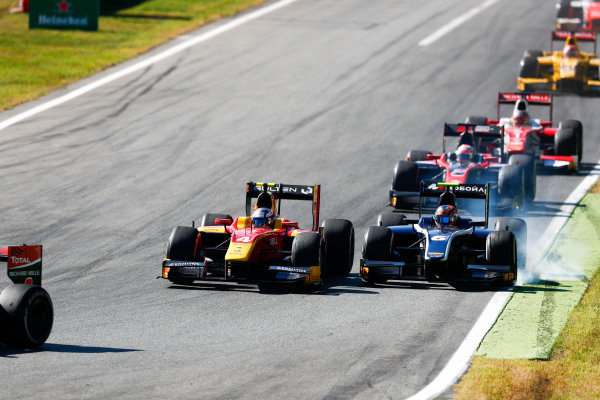 Autodromo Nazionale di Monza, Italy. Sunday 3 September 2017 Gustav Malja (SWE, Racing Engineering). leads Artem Markelov (RUS, RUSSIAN TIME).  Photo: Bloxham/FIA Formula 2 ref: Digital Image _W6I4736