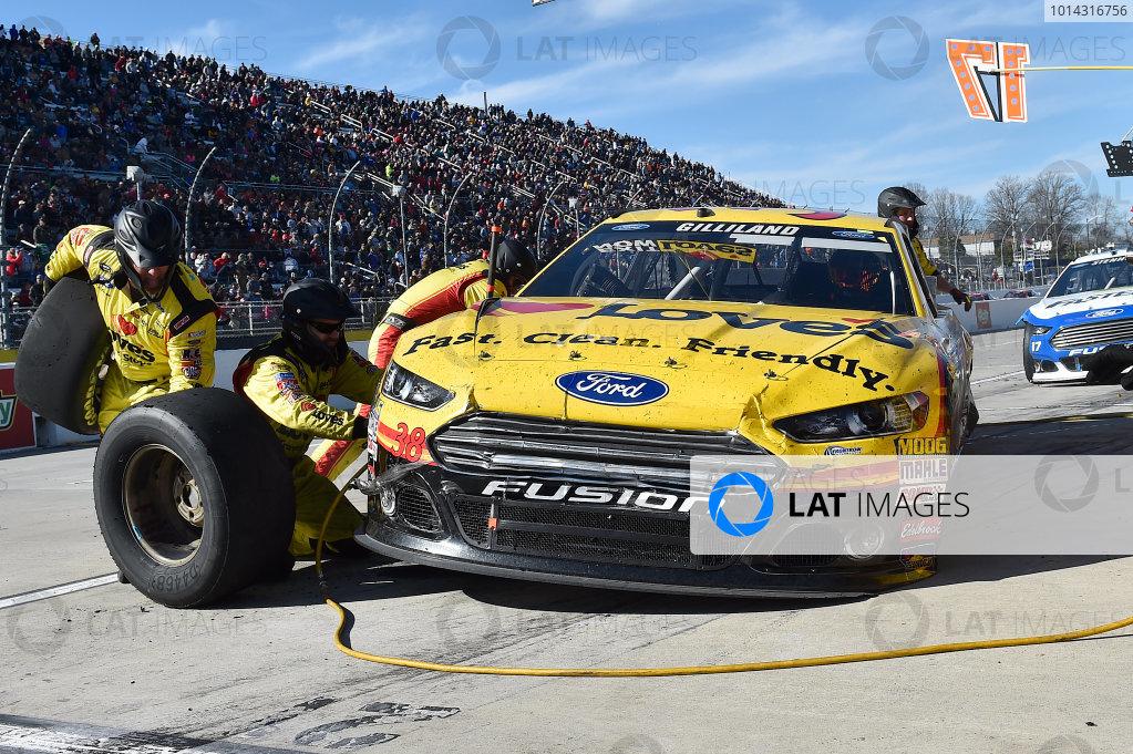 27-29 March, 2015, Martinsville, Virginia USA David Gilliland, makes a pit stop.  ?2015, John Harrelson / LAT Photo USA