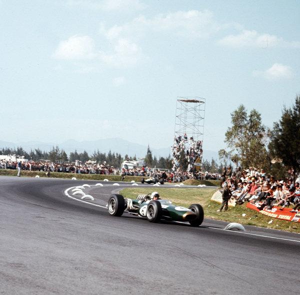 Mexico City, Mexico.21-23 October 1966.Denny Hulme (Brabham BT20 Repco) 3rd position.Ref-3/2390.World Copyright - LAT Photographic