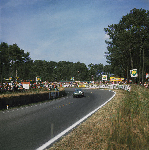 Le Mans, France.23-24 June 1962.Graham Hill/Richie Ginther (Aston Martin P212), retired, action.Ref: 0291World Copyright: LAT Photographic