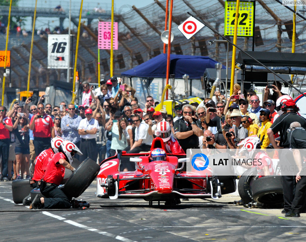 23 May, 2014, Indianapolis, Indiana, USA Scott Dixon in final round of pit stop competition ©2014, Geoffrey M. Miller LAT Photo USA