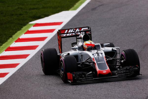 Circuit de Catalunya, Barcelona, Spain.  Wednesday 18 May 2016.  Esteban Gutierrez, Haas VF-16.   World Copyright: Sam Bloxham/LAT Photographic ref: Digital Image _R6T1951