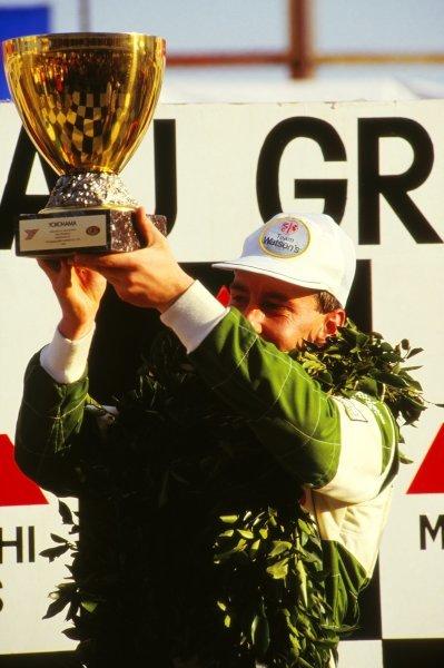 Race winner Andy Wallace (GBR), Madgwick Motorsport, on the podium.Macau Formula 3 Grand Prix, Macau, Hong Kong, November 1986.