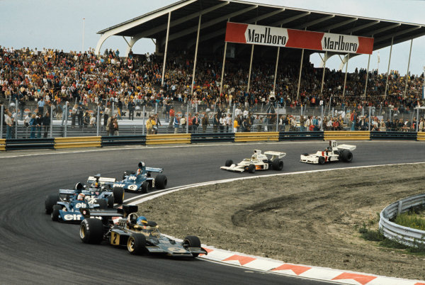 1973 Dutch Grand Prix.  Zandvoort, Holland. 27-29th July 1973.  Ronnie Peterson, Lotus 72D-Ford, retired, leads at the start of the race.  Ref: 73HOL89. World Copyright: LAT Photographic