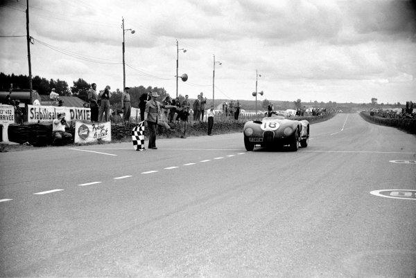 1953 Le Mans 24 hours. Le Mans, France. 13-14 June 1953. Winning Jaguar XK120 C of Tony Rolt and Duncan Hamilton.  World Copyright - LAT Photographic ref: 53 55/29