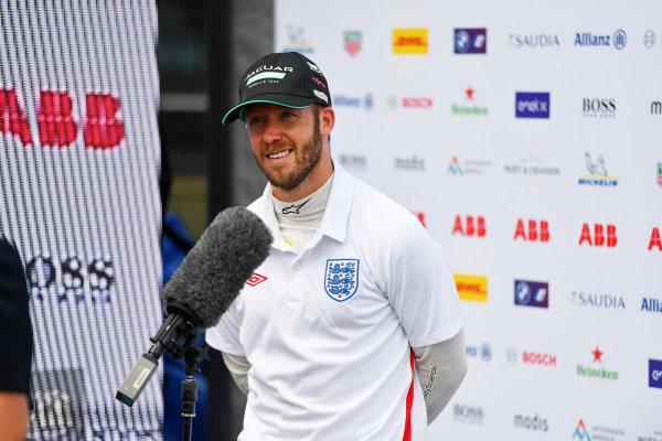 Winner Sam Bird (GBR), Jaguar Racing, 1st position, is interviewed after the race