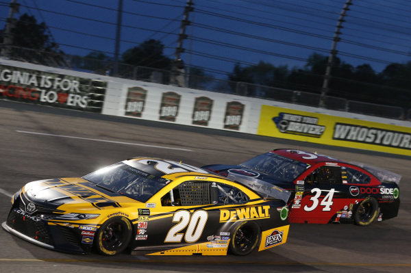 #20: Erik Jones, Joe Gibbs Racing, Toyota Camry DeWalt #34: Michael McDowell, Front Row Motorsports, Ford Mustang Dockside Logistics