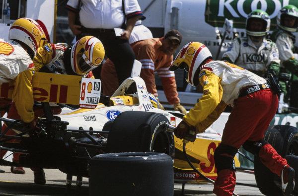 Kenny Bräck, Team Rahal, Lola B1/00 Ford, makes a pitstop.