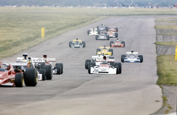 Jean-Pierre Beltoise, BRM P160E leads the mid-field pack.