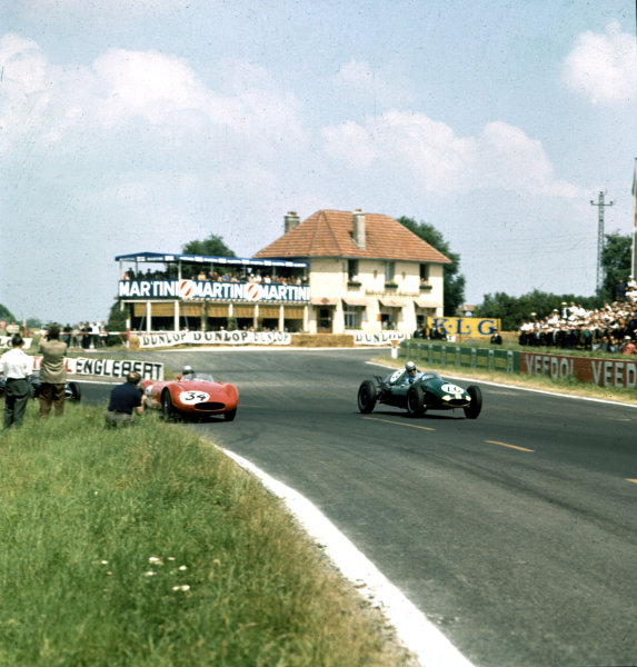 1958 Coupe Internationale de Vitesse. Reims, France. 6 July 1958. F2 race supporting the French Grand Prix. Henry Taylor (Cooper T45-Climax) leads John Fast (OSCA). Taylor finished in 5th position. Ref-3/0085. World Copyright - LAT Photographic
