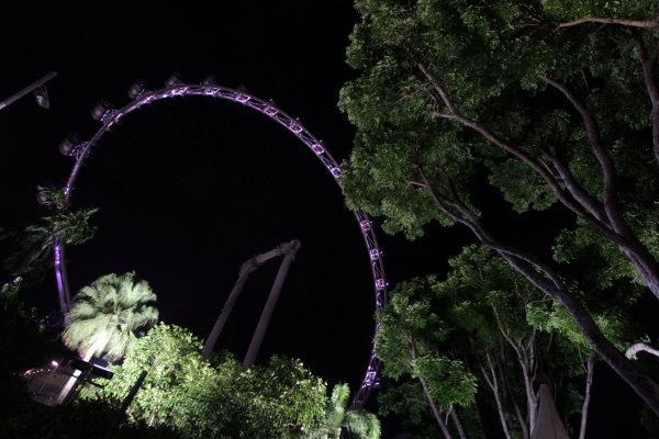 Marina Bay Circuit, Singapore. Thursday 19th September 2013. The Singapore Flyer big wheel. World Copyright: Andy Hone/LAT Photographic. ref: Digital Image HONY9163