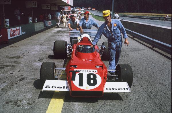 1972 Austrian Grand Prix.  Osterreichring, Zeltweg, Austria. 11-13th August 1972.  Ferrari mechanics wheel the spare 312B2 of Jacky Ickx down the pitlane.  Ref: 72AUT70. World Copyright: LAT Photographic