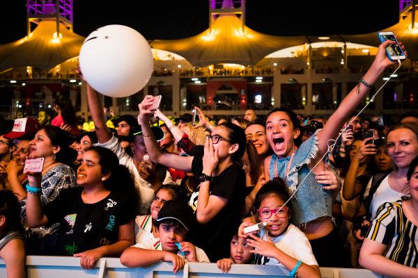 Bahrain International Circuit, Sakhir, Bahrain.  Saturday 15 April 2017. Fans enjoy the F1 concert. World Copyright: Sam Bloxham/LAT Images ref: Digital Image _W6I1880