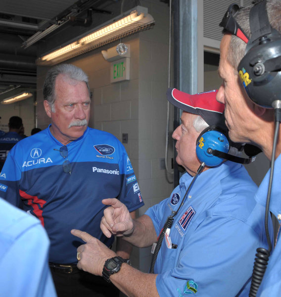 John Anderson, team manger for de Ferran Motorsports with ALMS officials©2009 Dan R. Boyd USA LAT Photographty.