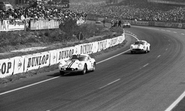Walt Hansgen (USA) / Bruce McLaren (NZL) Briggs Cunningham Maserati 151/1 Coupe ahead of  Richard Thompson (USA) /  William Kimberly (USA) Briggs Cunningham Maserati 151/1 Coupe. Le Mans 24 Hours, Le Mans, France, 23-24 June 1962.
