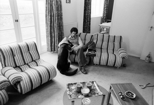 Jody Scheckter (RSA) Tyrrell at home with his dog. Formula One World Championship, England, 1974.