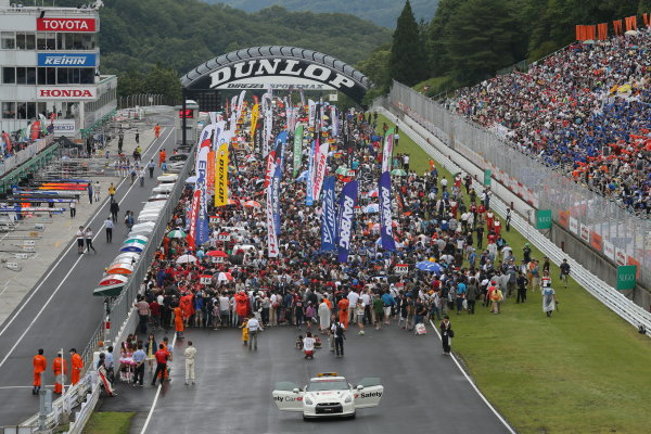 2014 Japanese Super GT Series. Sugo, Japan. 19th - 20th July 2014. Rd 4. GT500 - The grid before the start, Atmosphere. World Copyright: Yasushi Ishihara / LAT Photographic. Ref:  2014SGT_Rd4_001.JPG