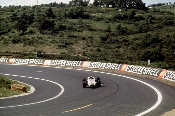 Charade, Clermont-Ferrand, France.25-27 June 1965.Richie Ginther (Honda RA272).Ref-65 FRA 07.World Copyright - LAT Photographic
