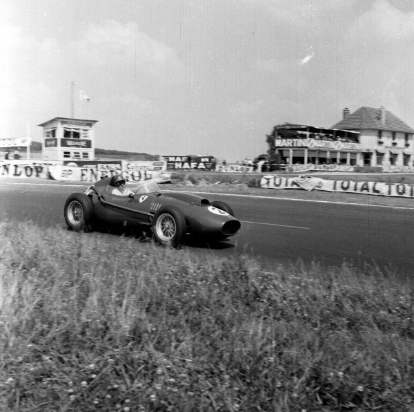 1958 French Grand Prix. Reims, France. 4-6 July 1958. Peter Collins (Ferrari Dino 156), 2nd position, in the supporting French Grand Prix F2 race, action.  Ref-2159. World Copyright - LAT Photographic
