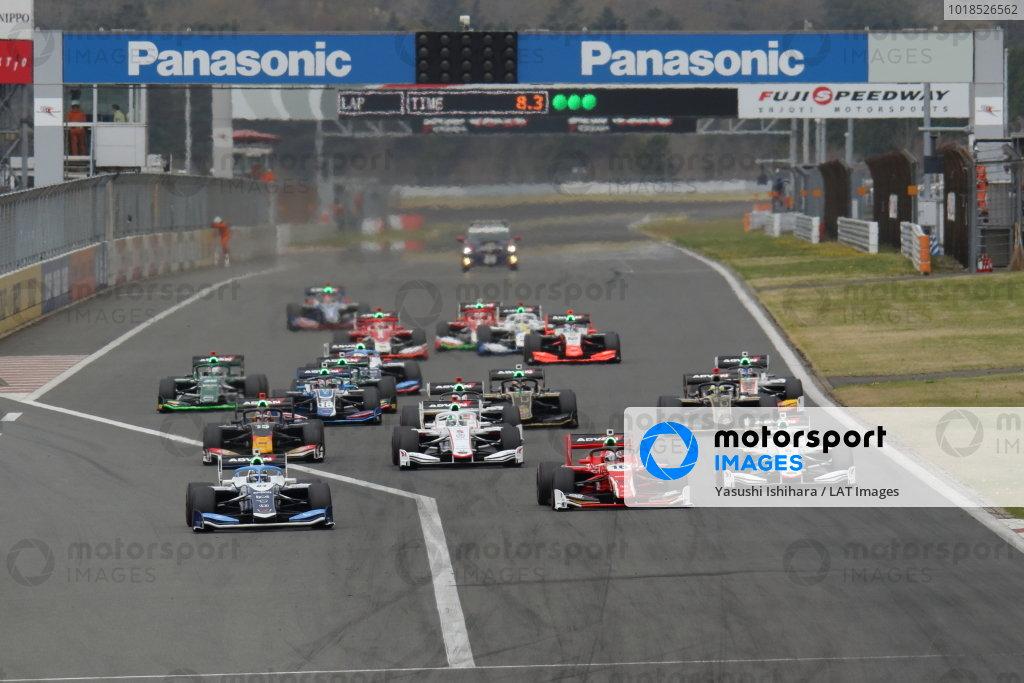 Toshiki Oyu ( #64 TCS NAKAJIMA RACING, Dallara SF 19 Honda), 2nd position, leads at the start